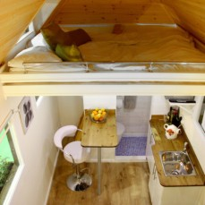 Tiny-House-UK-Ladder-in-Back-of-Loft-700x466
